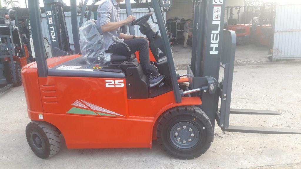 Xe nâng điện 4 bánh ngồi lái