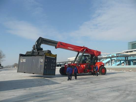 Xe nâng container Heli