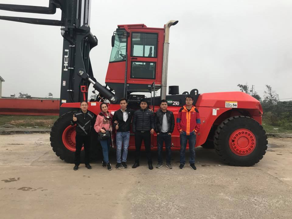 Bàn giao xe nâng 25 tấn cho khách hàng tại Hà Tĩnh