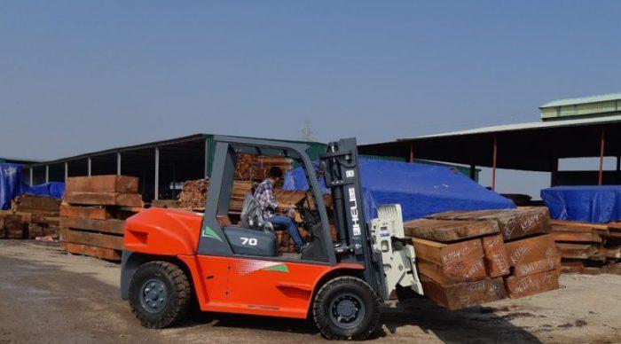 xe nâng dầu 7 tấn Heli - xe nâng gỗ